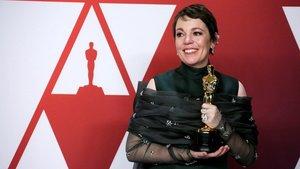 Olivia Colman, con el Oscar a la mejor actriz por su trabajo en 'La favorita', de Yorgos Lanthimos
