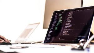 Pantalla de ordenador con código informático.