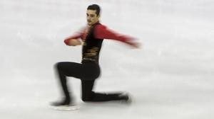 El patinador español Javier Fernandez, durante su programa corto en la final del Grand Prix ISU que se celebra en el centro internacional de congresos de Barcelona.