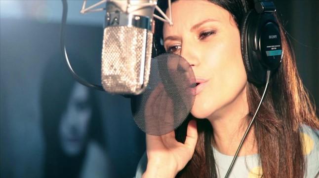 Laura Pausini, en un momento de la grabación de Jo sempre estaré.