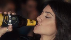 Penélope Cruz, en un anuncio de una cerveza solo para mujeres