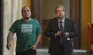 El presidente de la comisión Pujol, David Fernàndez, y el empresario Javier de la Rosa, ayer en el Parlament.