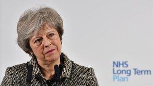 Theresa May hoy en Liverpoolen la presentación del plan delServicio Nacional de Salud británico.
