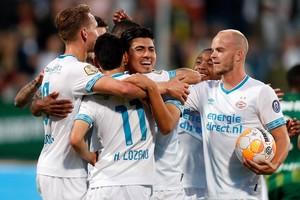 Los jugadores del PSV celebran uno de los goles.