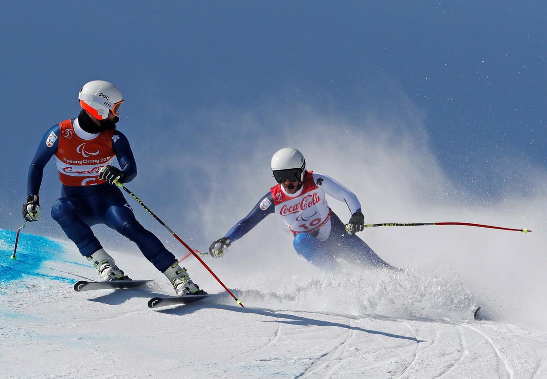 Galindo controla a Santacana, en plena bajada, en los Juegos Paralímpicos.