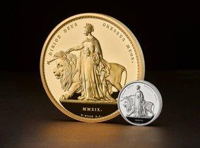 la mayor moneda del mundo, con un peso de cinco kilos