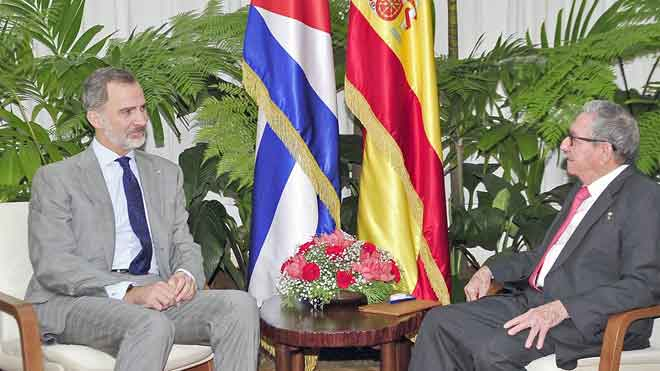 El rey Felipe VI se reúne con Raúl Castro antes de marcharse de Cuba.