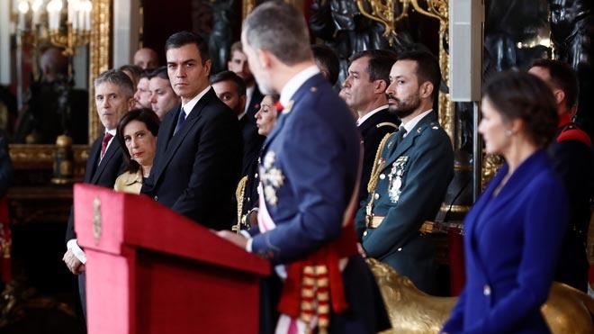 El Rey reafirma el compromiso de los militares con la Constitución durante la celebración de la Pascua Militar.