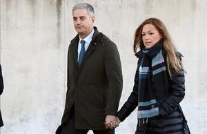 Ricardo Costa llega a la Audiencia Nacional junto con su pareja