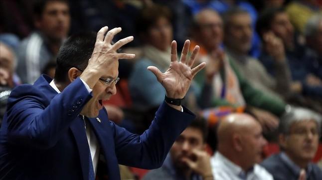 Pedro Martínez se lamenta en un partido con el Valencia Basket.
