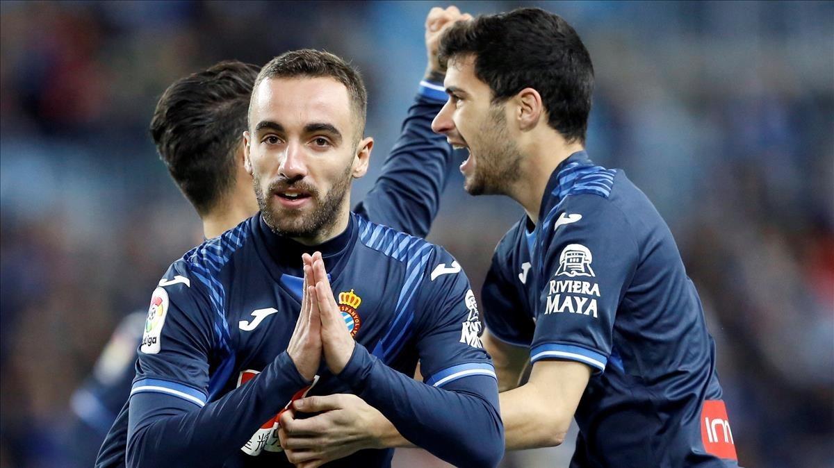 Darder, exjugador del Málaga, pide disculpas tras marcar el gol del Espanyol, este lunes en La Rosaleda.