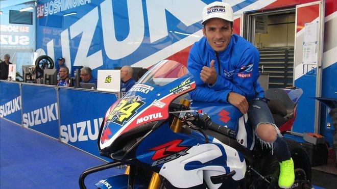 Toni Elías, subido en su Suzuki después de triunfar en Austin.