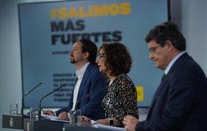 Pablo Iglesias, María Jesús Montero y José Luis Escrivá, en la rueda de prensa del Consejo de Ministros.