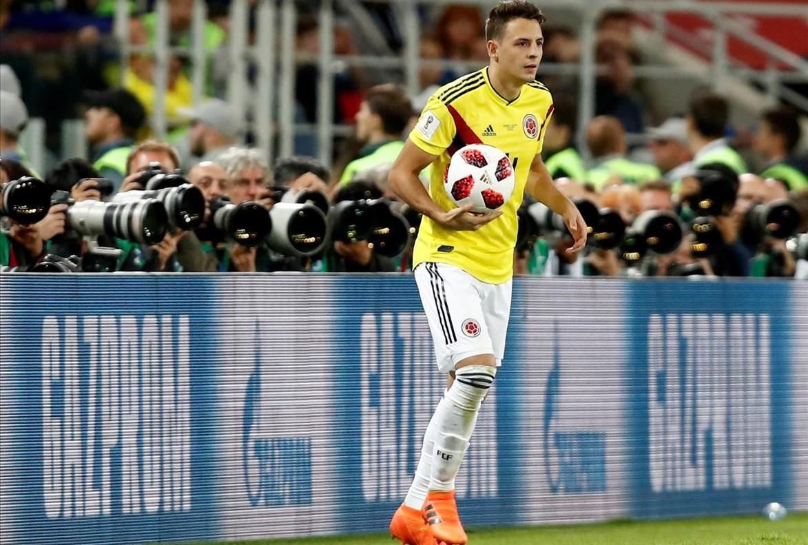 Santiago Arias en un partido con la selección colombiana