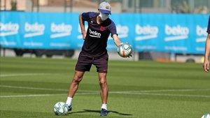 Setién, en un entrenamiento del Barça.