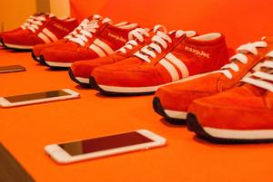 Unes sabates intel·ligents guien els turistes per arribar al seu destí