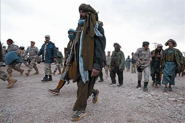 Talibanes armados, en el oeste de Afganistán, el pasado domingo.