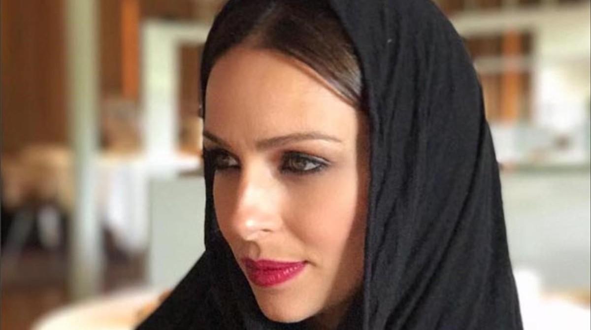 Una foto de la presentadora Eva González con hiyab desata la polémica.