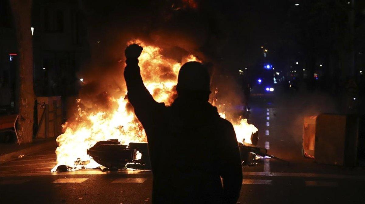 Disturbios en el centro de Barcelona, el martes por la noche.