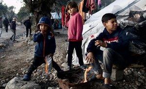Unos niños en el campo de refugiados de Moria, en la isla griega de Lesbos.