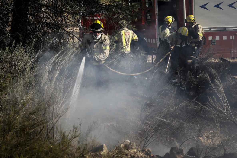 El flanc dret de l'incendi de Ribera d'Ebre continua fora de control