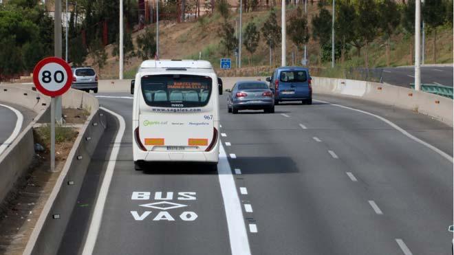 Entra en funcionament el nou carril bus VAO de la C-31 a Badalona