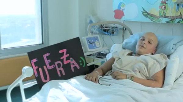 Videoclip de los niños del Hospital Sant Joan de Déu y el cantante Macaco