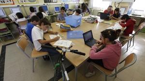 Alumnos de la escuela El Roure, en Santa Eulàlia de Riuprimer (Osona).