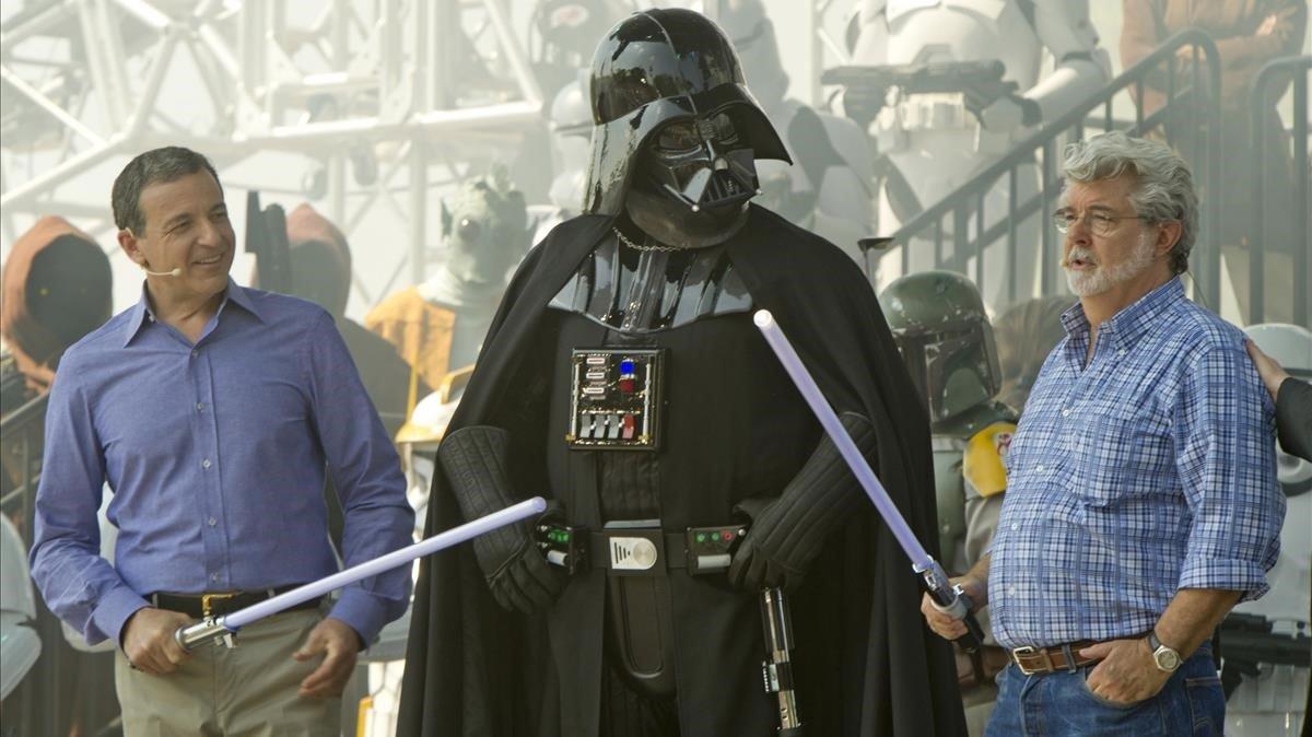 Bob Iger, CEO de Disney, yGeorge Lucas, creador de 'Star Wars', uno de los grandes fichajes de la 'major' estadounidense.