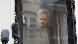 Parlamentaris britànics pressionen perquè s'extradeixi Assange a Suècia
