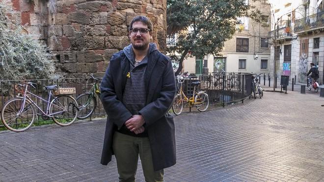 Tomàs Fuentes, guionista de La competènciay Està passant, en la plaza dels Traginers.