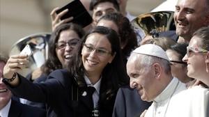 El papa Francisco, en una audiencia con un grupo de jóvenes.
