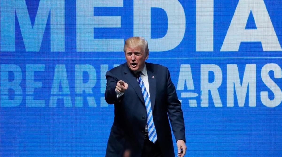 Trump durante su intervención en la convención de la Asociación Nacional del Rifle.