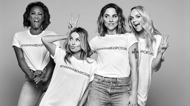 Mel B, Geri Halliwell, Mel C y Emma Bunton, con la camiseta solidaria que fabrican mujeres esclavizadas.