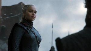 El personaje de Daenerys, encarnado por Emilia Clark, en un fotograma de 'Juego de tronos'.