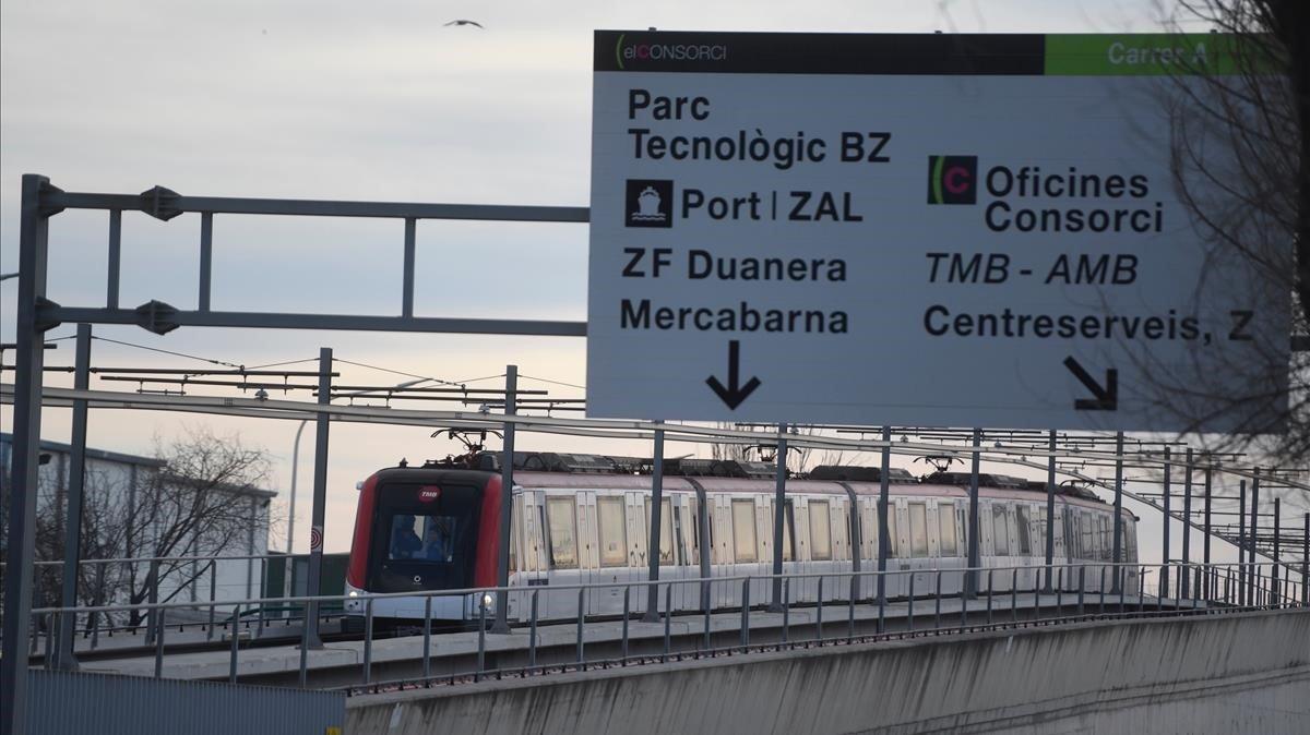 La estación de Zona Franca, primera elevada de la ciudad.