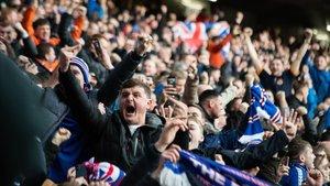 Aficionados del Glasgow Rangers, durantre el derbi contra el Celtic.