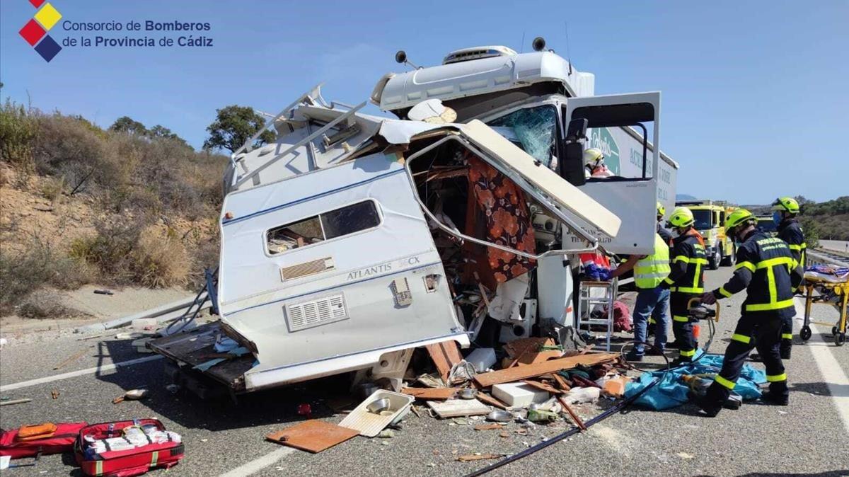 Estado en el que quedó la autocaravana tras chocar con un camión en la autovía A-381, en Cádiz, el pasado 25 de septiembre
