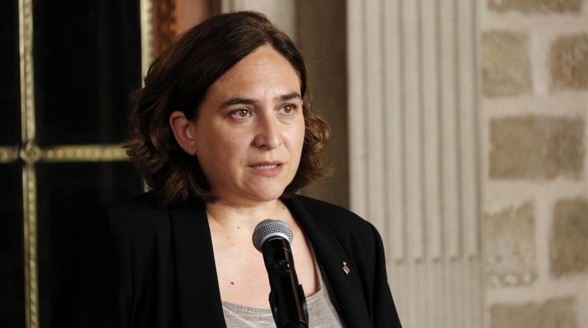 EL AYUNTAMIENTO DE BCN RETIRA LAS AYUDAS A LOS PULSADORES DE ASISTENCIA DOMICILIARIA