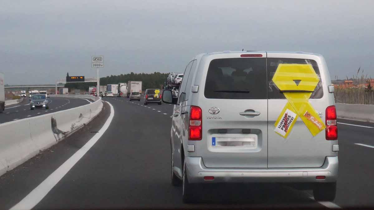Catalanes independentistas se desplazan por carretera hasta Bruselas