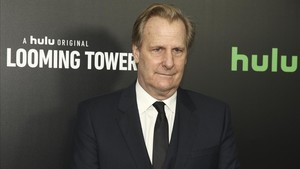 jeff daniels hulu Amazon looming towers