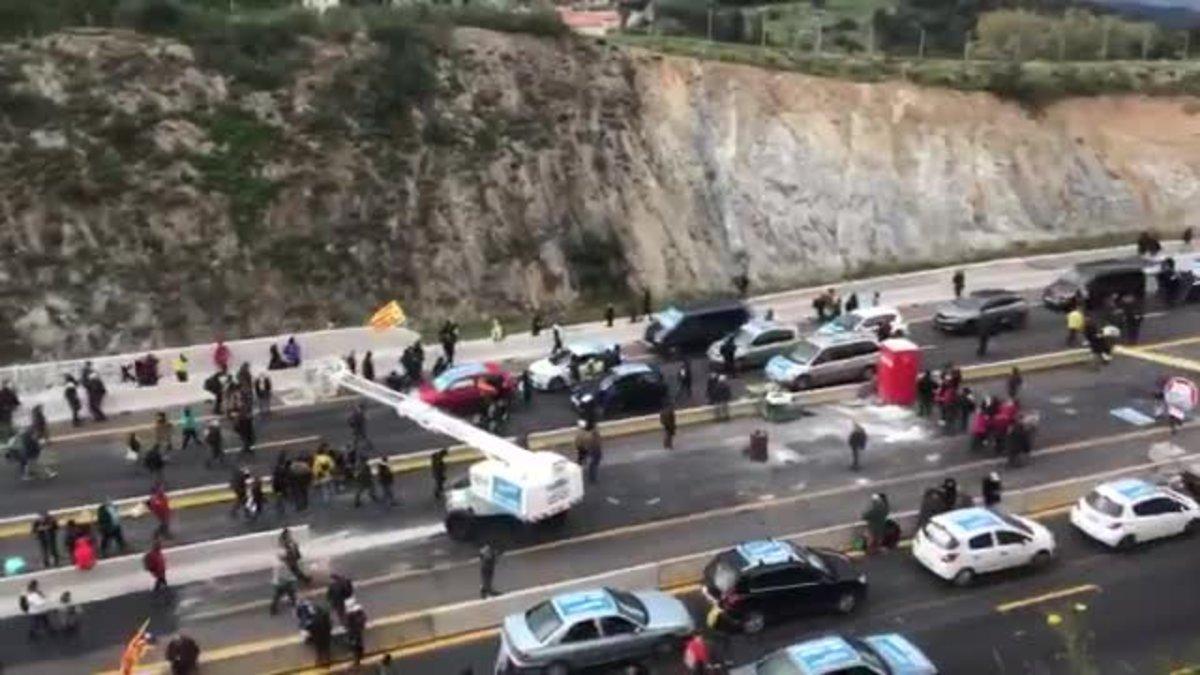 Corte de Tsunami Democràtic en la frontera de La Jonquera