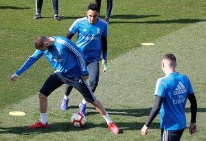 Los jugadores del Madrid durante un entrenamiento de la pasada semana.