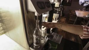 Agua depurada y servida en el restaurante el Gat Blau.