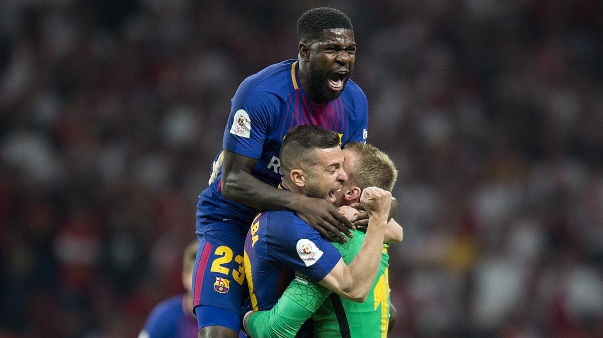 Alba, Umititi y Cilessen celebran el primer gol del carrusel copero.