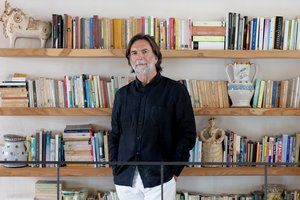 Alberto Simone, autor de La felicidad en la mesita de noche (Kitsune Books, 2019).