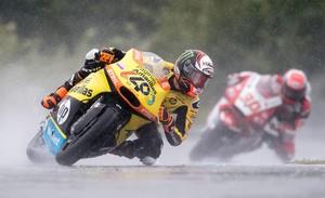 Álex Rins, durante la carrera de Moto2 del GP de la República Checa.