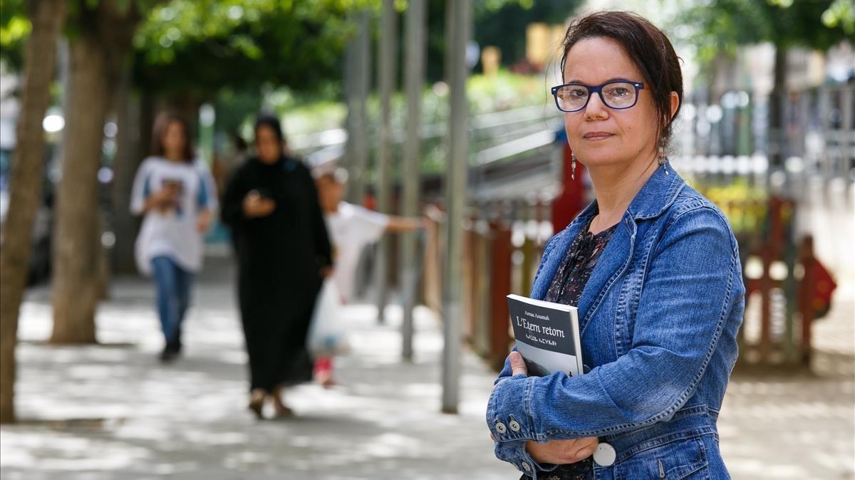 Asmaa Aouattah, licenciada en Filosofía y autora de LEtern retorn.