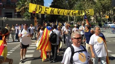 Ambiente festivo en el paseo de Sant Joan, dos horas antes de la manifestación de la Diada.