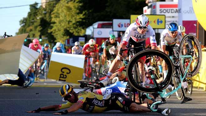 Aparatosa caída en la primera etapa de la Vuelta a Polonia.